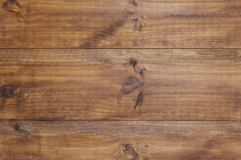 Využitie drevených dosiek na záhrade a terase